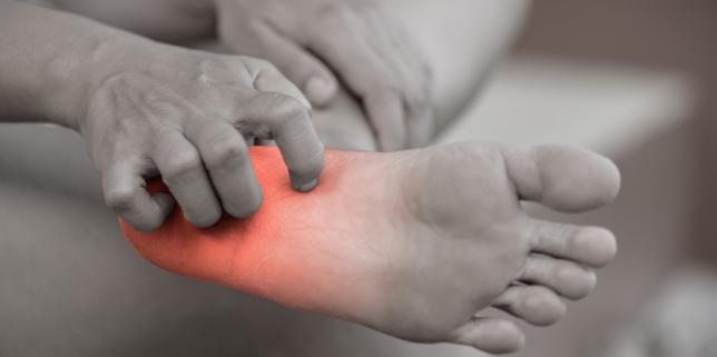 erupții roșii pe picioare dureri articulare crema de arnica pentru articulații