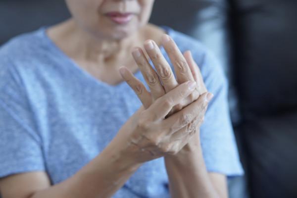 Artrita artroza degetului mijlociu, Degetul Mijlociu De Sus Dureri