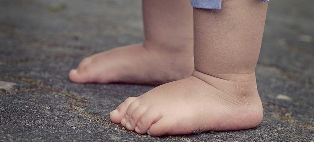 durere la gleznă cu picioarele plate