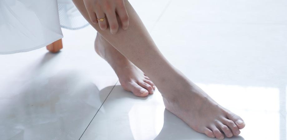 ajuta la inflamarea articulației de pe picior