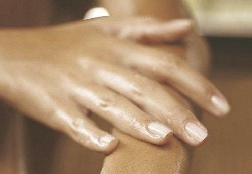 umflarea articulației pe mâini