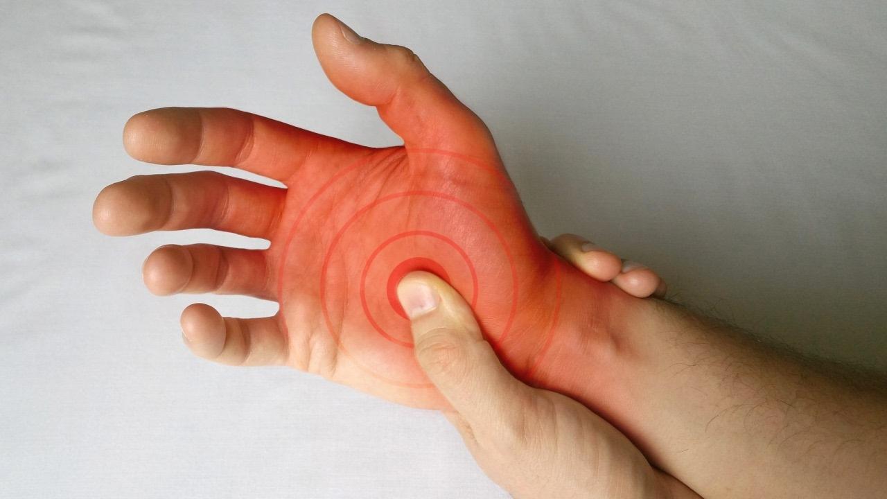 durere în articulațiile degetelor atunci când este comprimat)