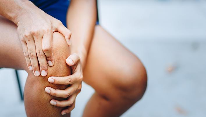 după blocarea genunchiului, genunchiul doare)