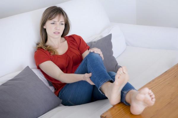 inflamația piciorului și a gleznei artroza genunchiului în cauze tinere