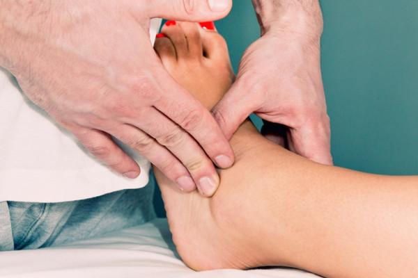 Umflate și rănite picioarele