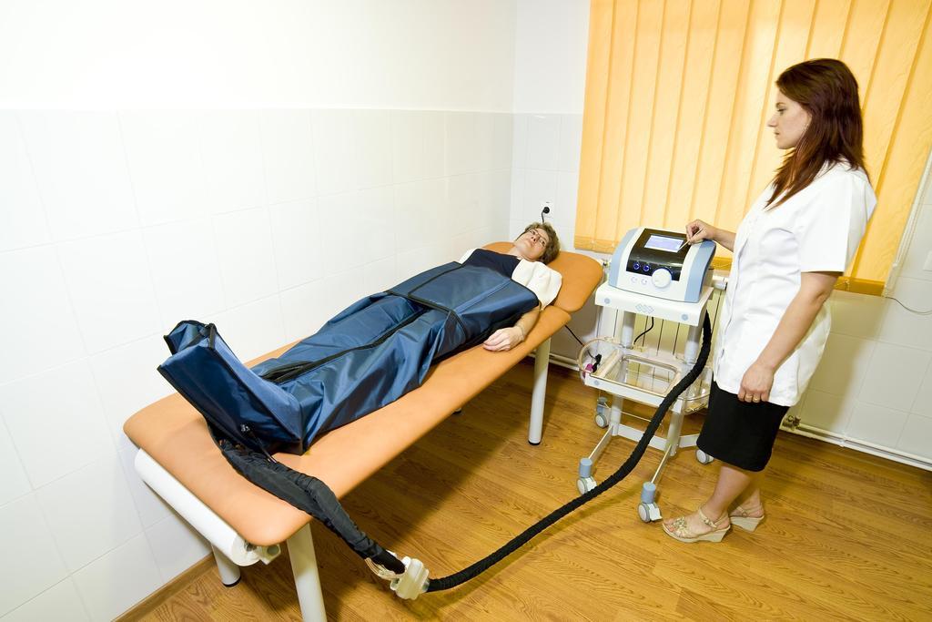 servicii de tratament comun)