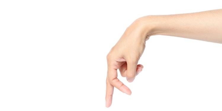 umflarea articulației mâinii drepte)